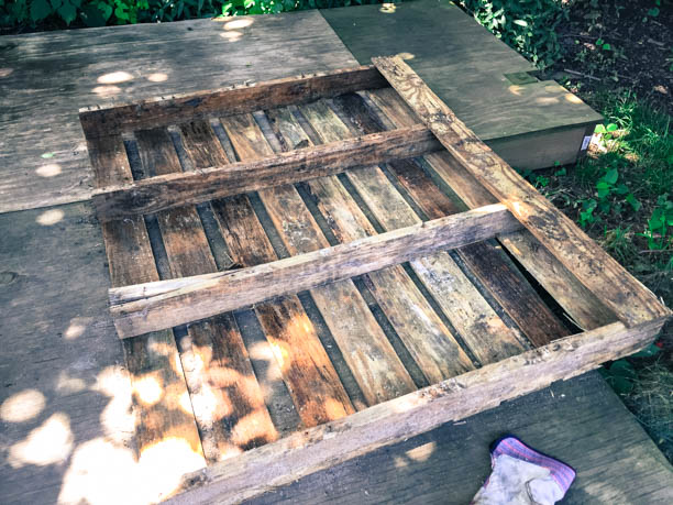 Building a Pallet Table by Hand